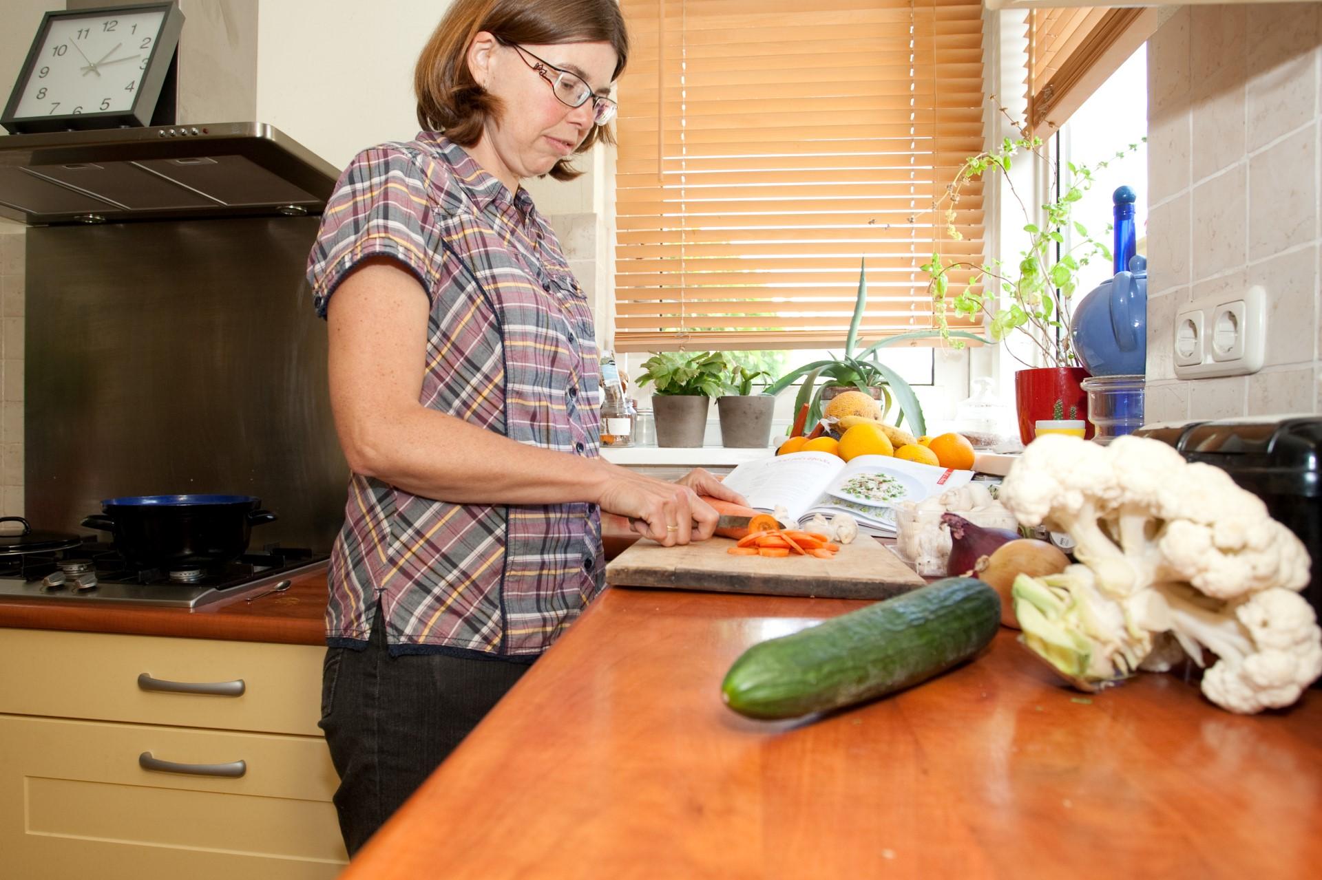 Eten is heerlijk en ik kook dan ook graag , met dank aan het vele licht op mijn aanrecht (Karen)