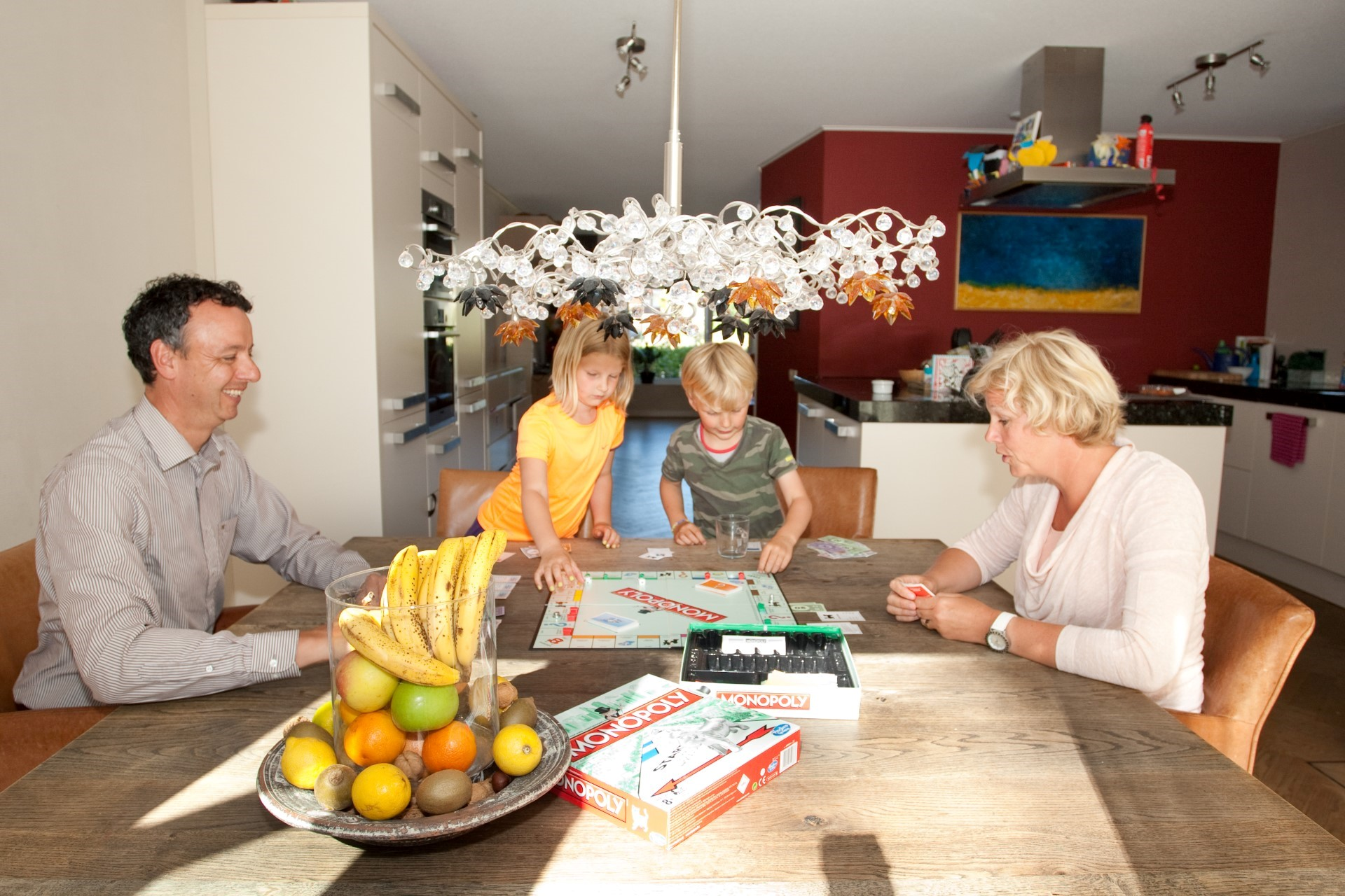 We spelen graag spelletjes aan onze tafel (Anita en Ruud, Marjolein en Pepijn)