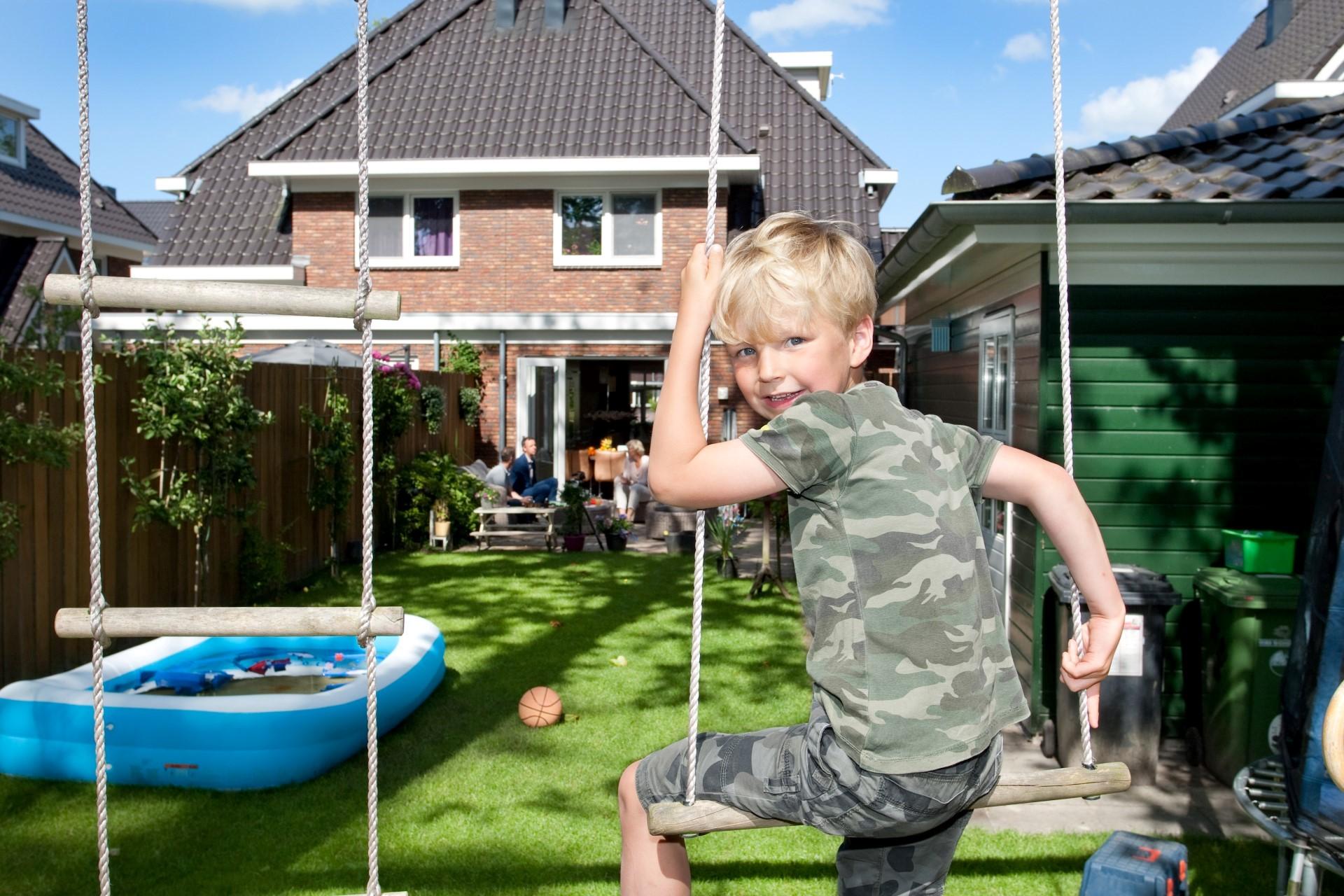 Het is fijn in de tuin, want ik speel graag buiten (Pepijn)
