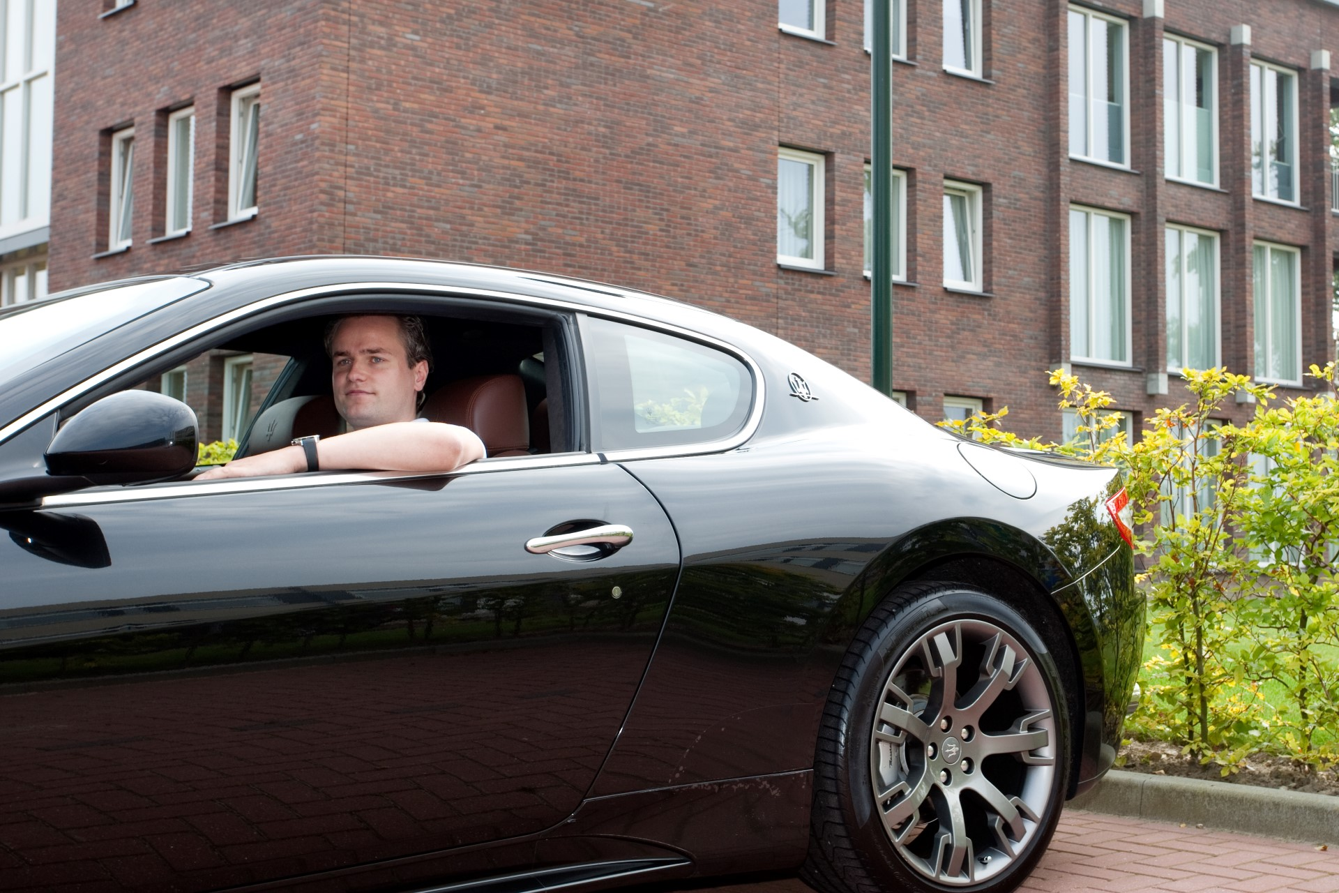 Mijn favoriete plek? De parkeerplaats, ik heb net een nieuwe auto! (VROEM)